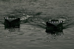 Voerboot in het water